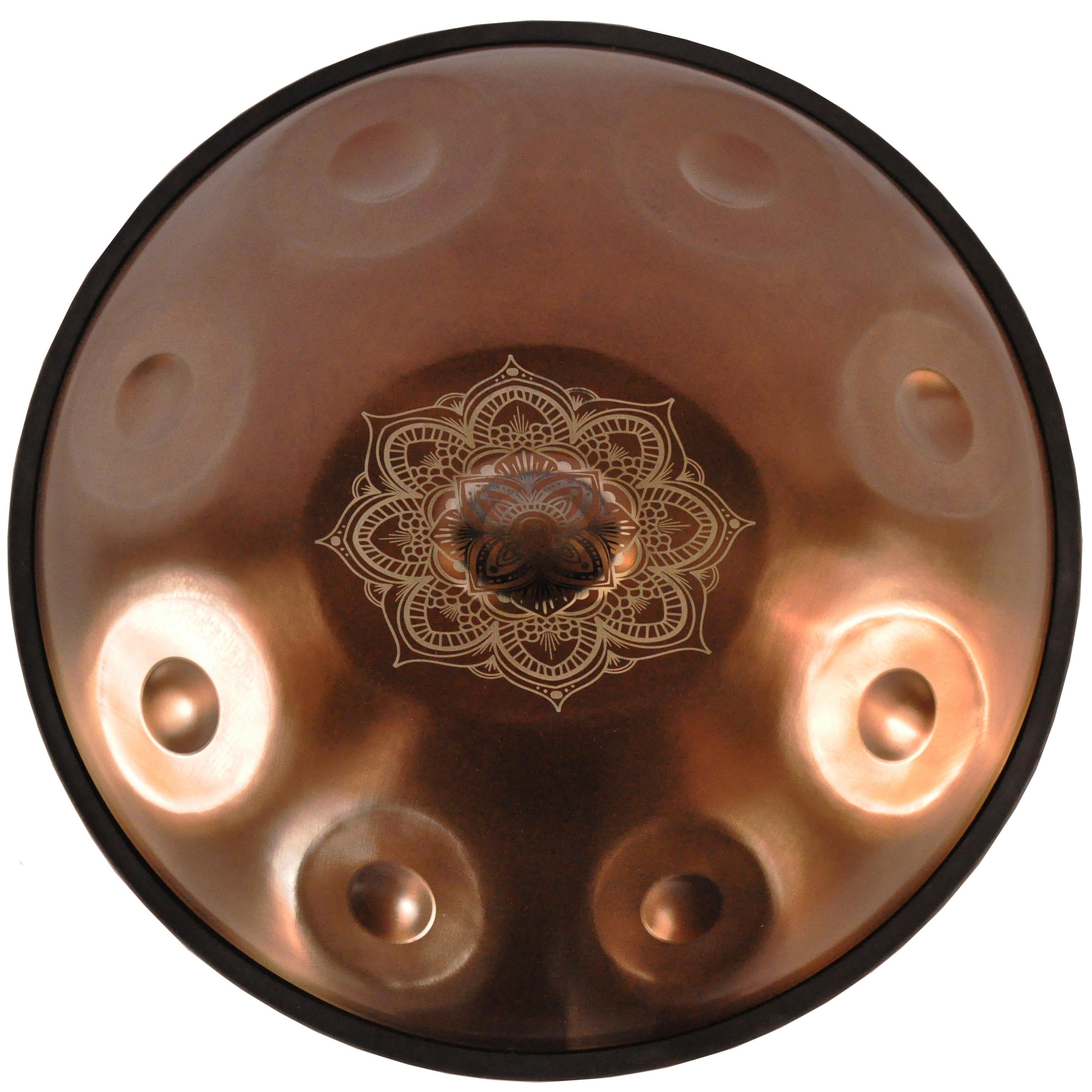 Ugur Handpan, D Celtic Minor, Bronzefarben mit Gravur, inklusive Tasche